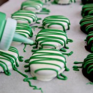 (diy tutorial) lucky chocolate covered oreos + free printable