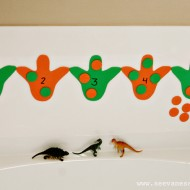 (tot school tuesday) bathtub dinosaur counting activity