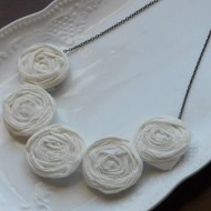 (giveaway) white rosette bib necklace