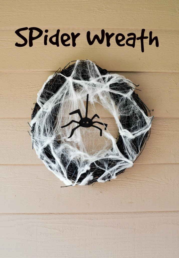 Easy Spider Wreath Tutorial / www.seevanessacraft.com
