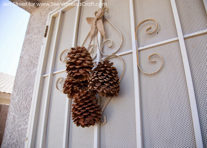 Craft tutorial pine cone door decor see vanessa craft for Pine cone door decoration