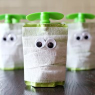 Halloween: Mummy Apple Sauce Snack Idea