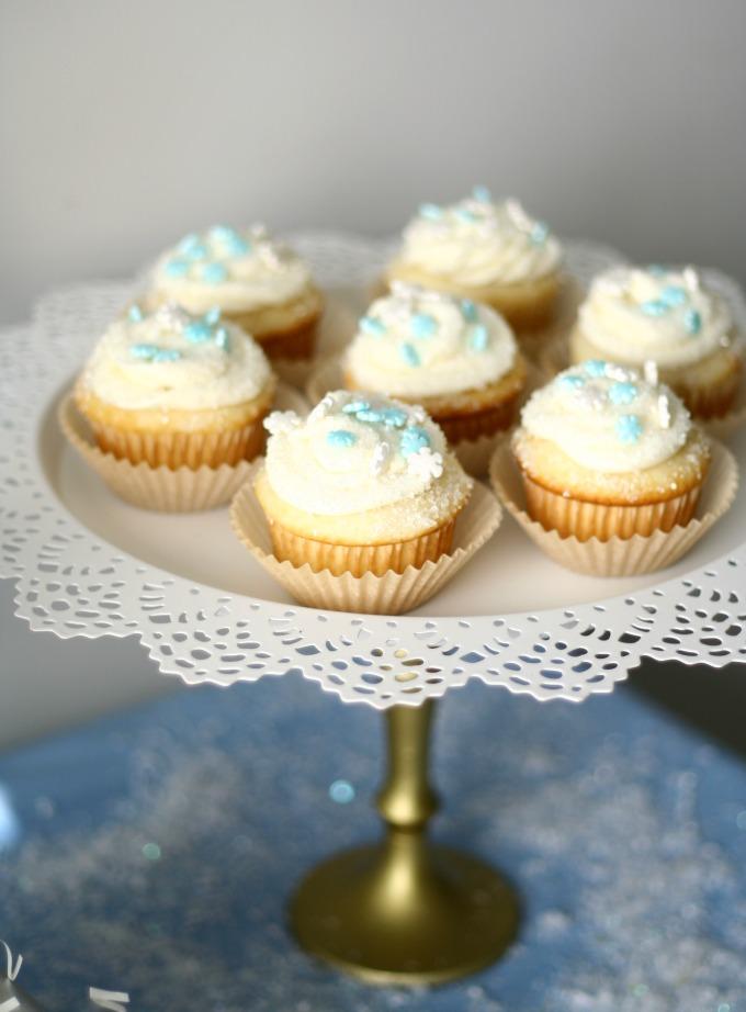 Snowflake Cupcakes on Snowflake Cake Stand