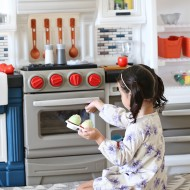 Step2 Company Grand Luxe Kitchen Toy Review - Preschooler and Toddler Pretend Play