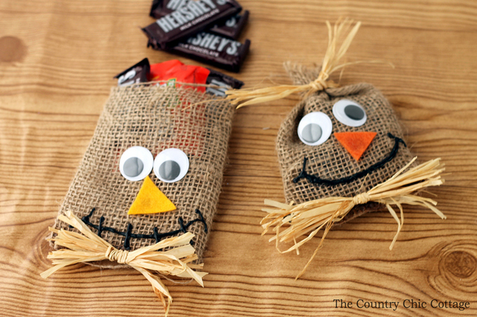 scarecrow treat bags for Halloween-006