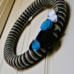 {DIY Tutorial} Felt Flower Yarn Wreath