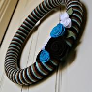 {DIY Tutorial} Felt Flower Yarn Wreath