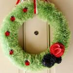 (diy tutorial) ladybug fuzzy yarn wreath