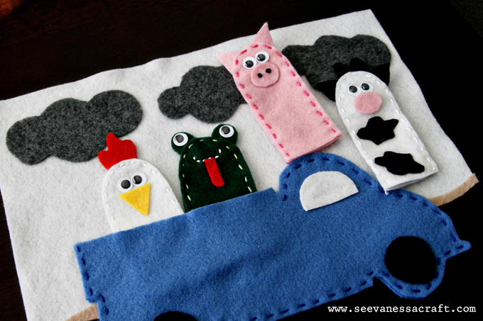 Tot school tuesday farm animal finger puppets see for Little blue truck fabric