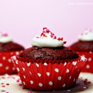 (recipe) red velvet cupcakes & cream cheese frosting