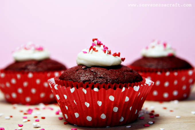 recipe) red velvet cupcakes & cream cheese frosting