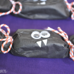 (20 crafty days of halloween) batty party favor