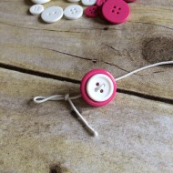 (craft tutorial) button bracelets