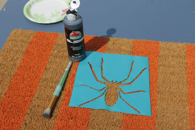 Halloween-Rug-spider-stencil