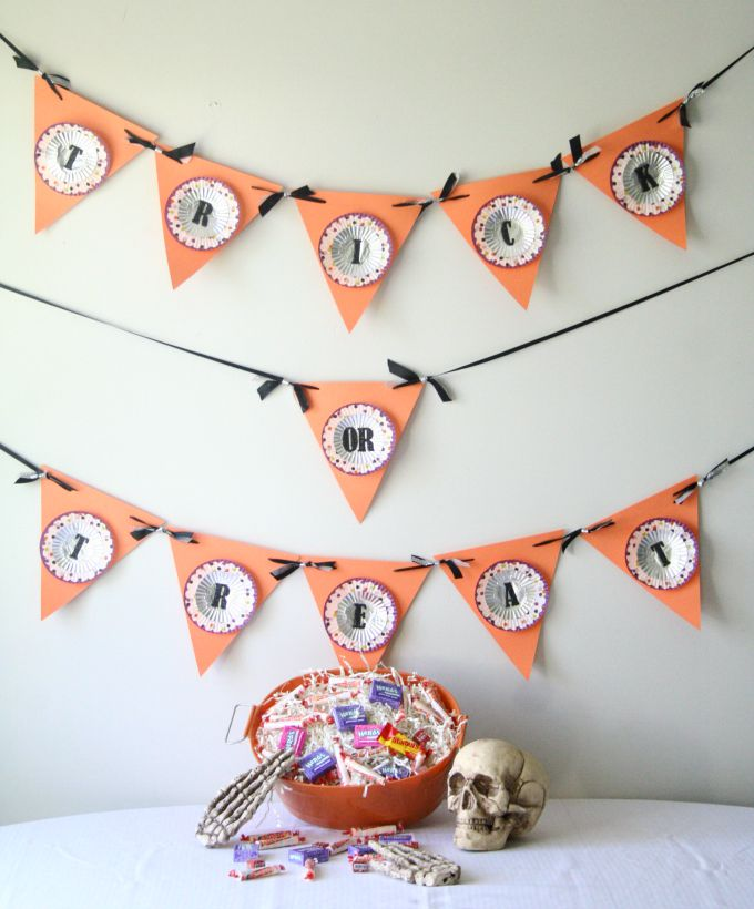 Cupcake liner DIY Halloween trick-or-treat banner.