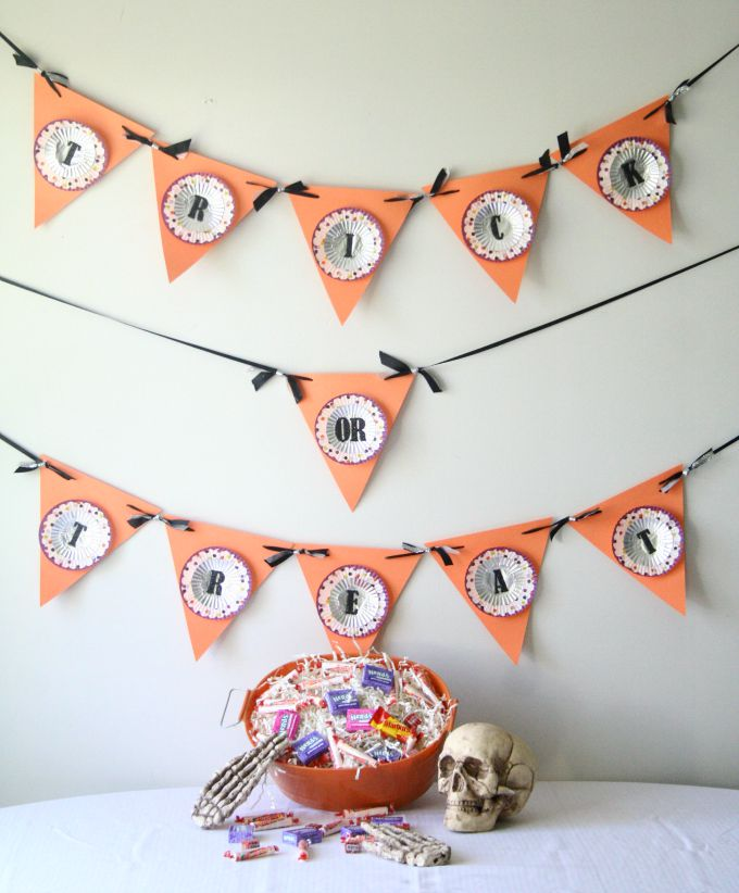 DIY Cupcake Liner Trick-Or-Treat Banner