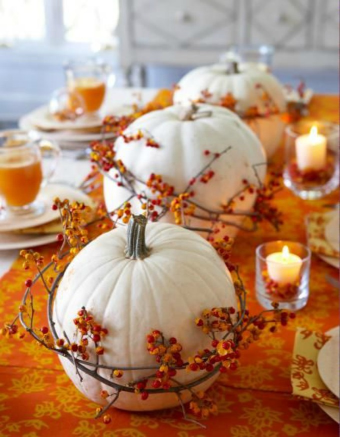 Easy DIY Thanksgiving table pumpkin centerpiece