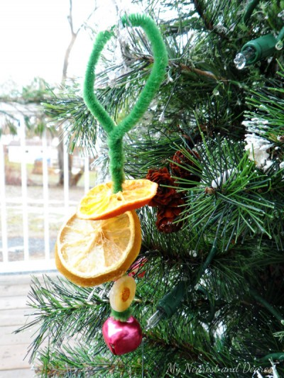 How-to-make-dried-citrus-ornaments.-An-easy-Christmas-craft-for-kids.-