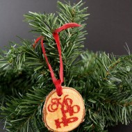 Christmas: Glitter Wood Tag Ornament