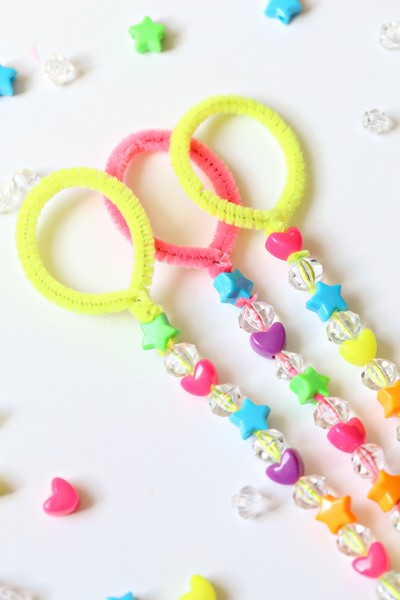 DIY Pipe Cleaner Bubble Wand Tutorial