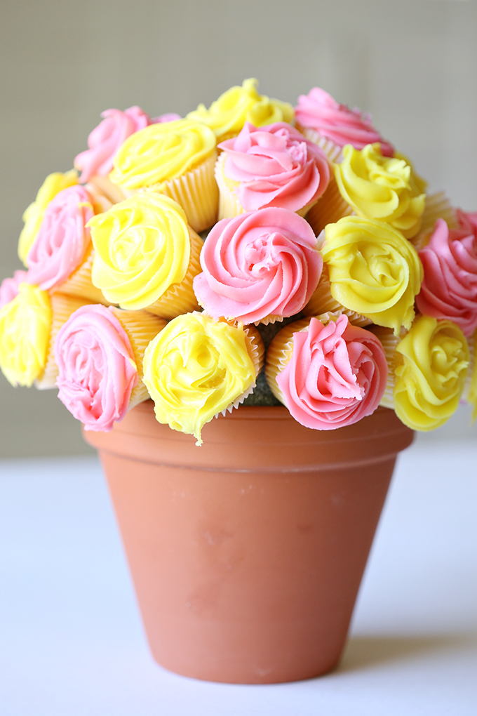 Vanilla Flower Cupcake Bouquet Edible Mother's Day Centerpiece Gift Idea via See Vanessa Craft - The BEST Easy DIY Mother's Day Gifts and Treats Ideas - Holiday Craft Activity Projects, Free Printables and Favorite Brunch Desserts Recipes for Moms and Grandmas #mothersday #mothersdaygifts #mothersdaygiftideas #diymothersday #diymothersdaygifts #giftsformom #giftsforgrandma