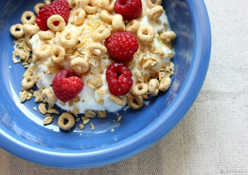 layered-yogurt-cheerios-pearmama
