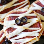 Halloween: Mummy Cheese Pizza Bagels