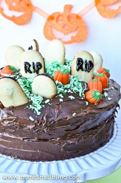 Halloween-Graveyard-Cake-from-Bombshell-Bling-3
