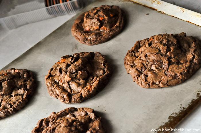 Halloween-Oreo-Stuffed-Chocolate-Cookie-Recipe-4