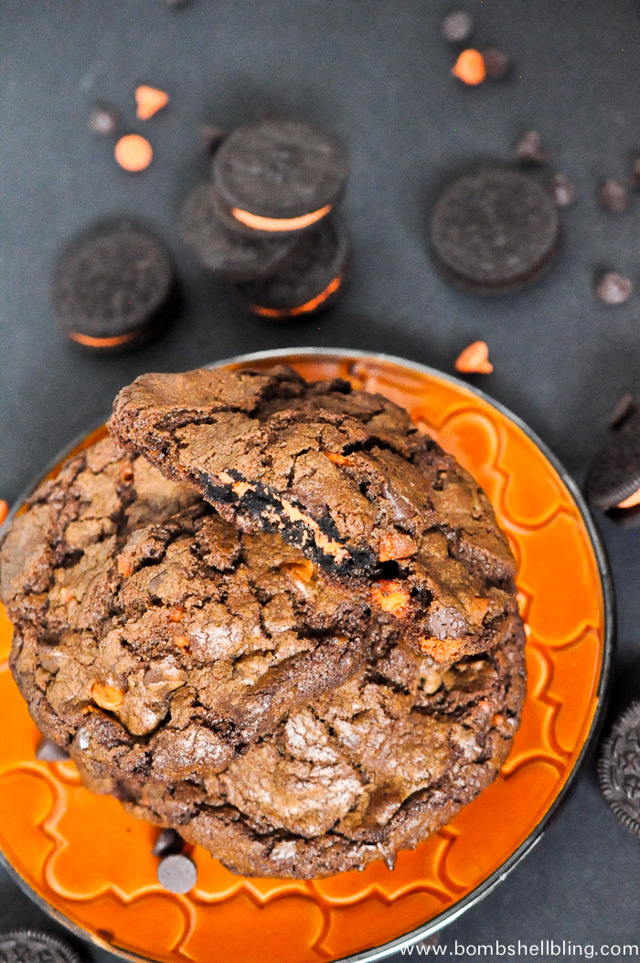Halloween-Oreo-Stuffed-Chocolate-Cookies-3
