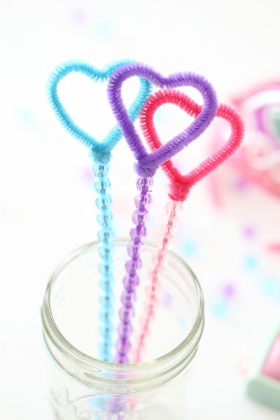 DIY Pipe Cleaner Bubble Wands Inspired by Nella the Princess Knight